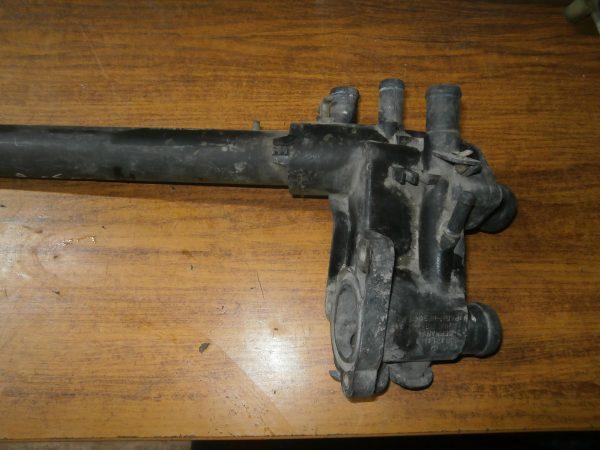 Корпус термостата VW 032121111D с патрубком 032121065